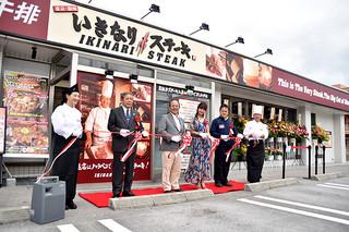 石垣初出店したステーキチェーン店「いきなり!ステーキ」=8日午前、市内真栄里