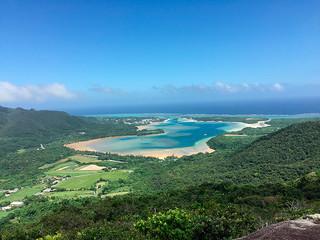 新たな島のスポットの一つに選ばれた川平湾絶景テラス(石垣市提供)