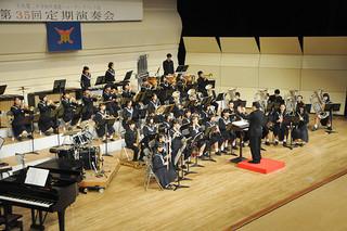 第35回定期演奏会で息の合った演奏を響かせた石垣第二中学校の吹奏楽・マーチングバンド部=23日夜、石垣市民会館大ホール
