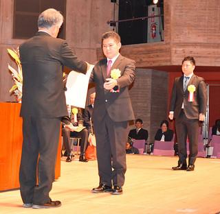 2団体11個人を表彰した「いしがき教育の日」の行事=5日午後、市民会館大ホール