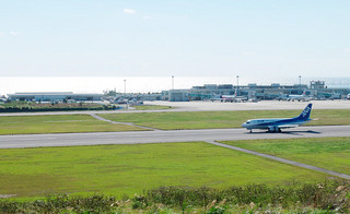 国際線ターミナルの増改築に合わせ、エプロンも拡張される南ぬ島石垣空港=1月28日午前