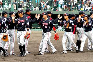 2日間で6800人が訪れた「アジアゲートウェイ交流戦パワーシリーズ2017in石垣島」。第2戦は千葉ロッテが大勝した=12日午後、市中央運動公園野球場