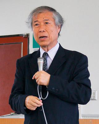 講話を行った琉球大学地域推進機構の等々力英美客員准教授=7日午後、八重山合同庁舎2階会議室