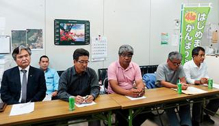 沖縄防衛局への要請内容について報告する石垣島に軍事基地をつくらせない市民連絡会の共同代表ら=19日午後、八重山地区労事務所