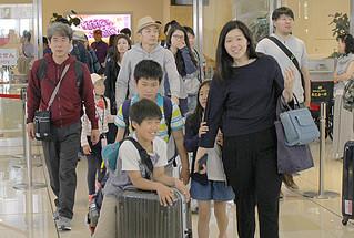 連休に合わせ本土から多くの観光客が訪れた=29日午前、南ぬ島石垣空港