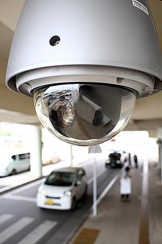 石垣市が管理する防犯カメラ。新たに40台を設置予定=16日午後、石垣港離島ターミナル