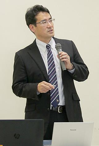 沖縄県の肝疾患の現状について講演した前城達次氏=2日午後、市健康福祉センター