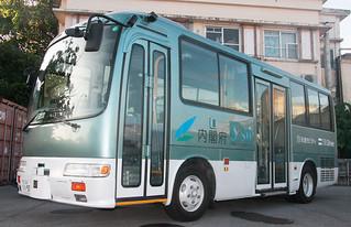 内閣府が25日から7月8日まで石垣市内で実施する自動運転実証実験に使用されるマイクロバス=6日午後、石垣市内