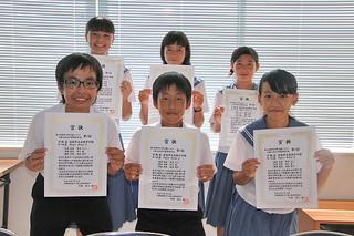 15日に開催された第5回科学の甲子園ジュニア八重山地区代表選考大会で2年連続の優勝に輝いた石垣中学校のチーム「Magic Road2」=20日午後、石垣中学校