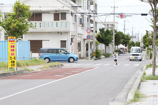 石垣島地方気象台西通りと通称3号線の交差点。事故が多発している=25日午前