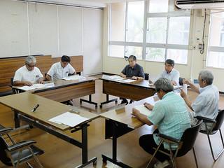 農業委員の候補者選考を始める選考委員会委員=2日午後、市役所会議室