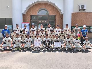 第42回九州中学校軟式野球競技大会で3位に入り、全国大会出場を決めた石垣ナイン=7日、鴨池市民球場(同校提供)