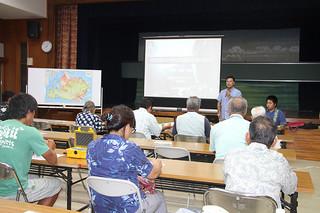 2018年夏の西表島の世界自然遺産登録に向けて、竹富町は初の地元説明会を開催=7日夜、祖納公民館