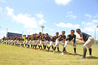 全国中学校軟式野球大会に臨む石垣中学校野球部=市中央運動公園第二野球場