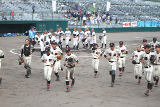 惜しくもサヨナラ負けを喫した石垣中。八重山の野球を全国にとどろかせた=18日夕、KIRISHIMAひむかスタジアム
