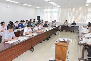 提言の取りまとめなどが行われた2017年度学力向上推進本部会議=8日午前、県庁