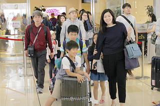 本土から来島した観光客(資料写真)=4月29日午前、南ぬ島石垣空港