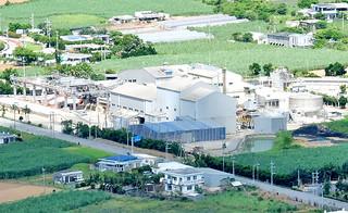 建設から56年が経過し、施設の老朽化、処理能力の低下を招いている石垣島製糖社の工場=27日午前