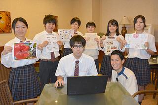 パソコン上での登録作業を行う八商工商業科情報ビジネスコースの3年生たち=10月31日午後、グランヴィリオリゾート石垣島