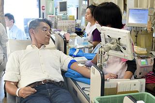 2日遅れで始まった本年度の第2回八重山地区移動献血=1日午前、市水道部庁舎