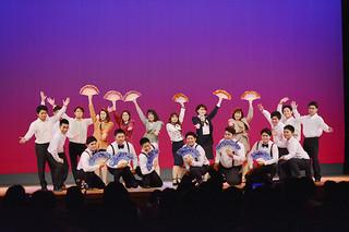 青年文化発表会で懐メロに合わせて創作ダンスを披露する宮良青年会の会員ら=11日夜、市民会館大ホール