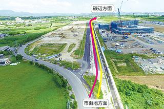 県道石垣空港線2018年3月に供用開始される暫定的なルート。病院側の2車線が通行可能となる(八重山土木事務所提供)=10月11日、旧空港跡地