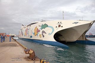 今秋に台湾ー石垣航路で試験運航を予定していた高速貨客船「ナッチャン・レラ」=2016年5月14日夕、石垣港