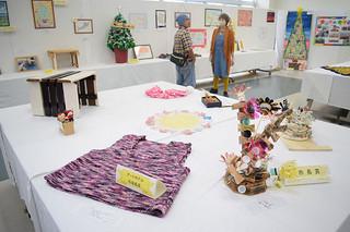 きょうまで58点の応募作品が展示されている第5回地区障がい者美術展の展示作品=1日、石垣市健康福祉センター