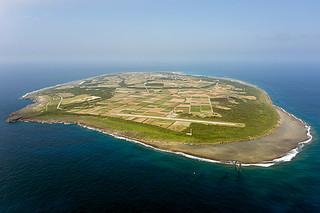 空路の早期再開に向けて、竹富町が滑走路延長の検討を始めた波照間島(町政策推進課提供)