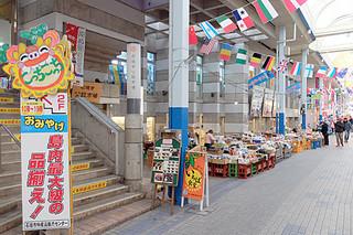 ㈱タウンマネージメント石垣が2001年度から管理運営を担ってきた石垣市公設市場。3月末で同社の指定管理が終了する=11日午後、ユーグレナモール内