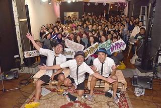 台北市内でライブを行ったきいやま商店と観客たち=3日夜、台北市内のライブハウス
