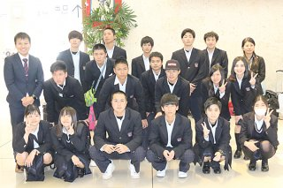 第4回台湾視察研修旅行を終えた八重山農林高校の生徒ら=9日午後、南ぬ島石垣空港