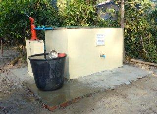 ミャンマーのター・エー・ダゥン小学校内に完成した井戸=2月3日(川原小提供)