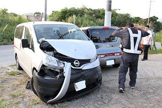 石垣市真栄里の交差点で発生した物件事故=5日夕(資料写真)