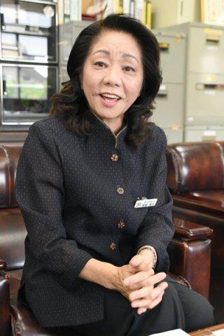 市商工会の事務局長に女性で初めて就任した髙屋恵子さん。「女性目線で各事業に取り組む」と意気込みを語る=6日午後、市商工会