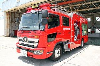 石垣市消防本部に初めて導入された化学ポンプ自動車=1日、同本部