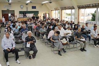 大勢の市民らが詰めかけ関心の高さをうかがわせた講演会=12日夕、新川公民館