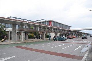 乗降客数の増加で好調な売り上げを見せている南ぬ島石垣空港(資料写真)