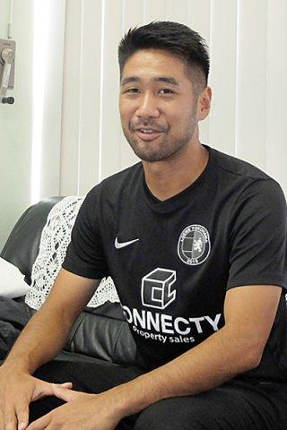 ビーチサッカーの日本代表として活躍する奥山正憲=1日午前、八重山毎日新聞社