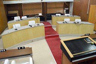 今選挙から議席数が6から10に拡大する町議会。告示まで2カ月を切り、候補者の擁立作業が加速している=6月15日、与那国町議会