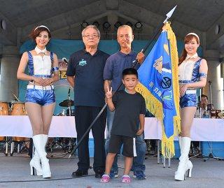 第29回日本最西端与那国島国際カジキ釣り大会のトローリング部門で優勝したチーム「まんたばる」の市成正博船長=8日夕、久部良漁港