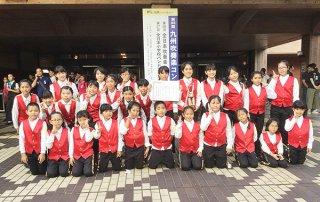 第63回九州吹奏楽コンクールで銀賞に輝いた登野城小学校器楽クラブ=24日午後、熊本県立劇場