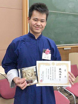 武蔵野大学孔子学院第3回中国語スピーチコンテストと第36回全日本中国語スピーチコンテスト・千葉県大会でそれぞれ2位に輝いた出地佑希さん=9月29日、武蔵野大学(石垣麗子教諭提供)