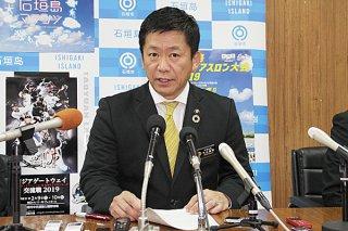謝花副知事との面談後、会見して県民投票への不参加を表明する中山義隆市長=11日午後6時50分ごろ、庁議室