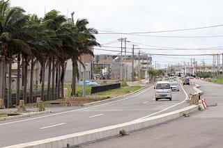 石垣市の歩行者・自転車空間ネットワーク整備計画案で、サイクルツーリズムの展開の方向性が示されているアクセス道路(県道石垣空港線)=12日午後