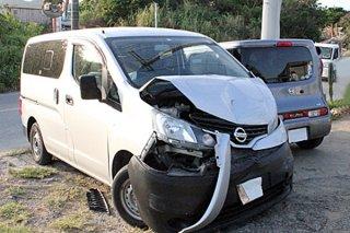 昨年4月に市内真栄里の交差点で発生した衝突事故=(資料写真)