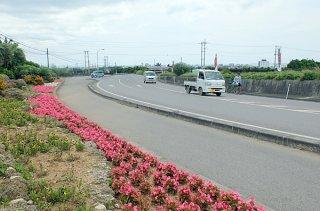 1日から維持管理業務全般が民間に委託される県管理道路=3月30日午後、県道87号富野大川線