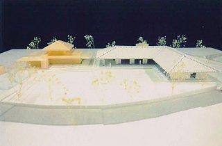 波照間複合型福祉施設の完成模型。右が新築する幼稚園と福祉施設部分(竹富町福祉支援課提供)