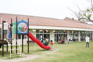 連休中に石垣市子どもセンターを利用する子どもたち=2日午後、石垣市健康福祉センター