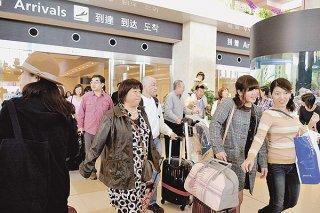 利用客が伸びる南ぬ島石垣空港。石垣空港ターミナル株式会社の第11期決算で当期純利益が3期連続で1億円を突破した=資料写真(2015年12月30日)